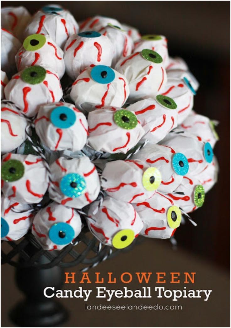 Halloween-Candy-Eyeball-Topiary