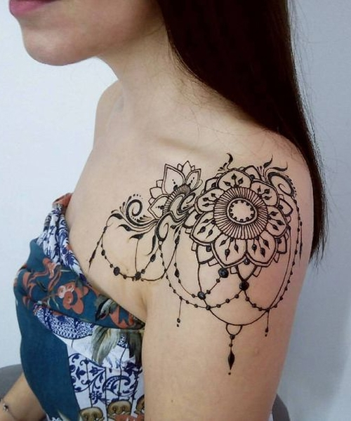 16-Of-The-Exclusive-Lace-Tattoos-on-Shoulder-Every-Girl-Want-To-Have-This-Summer