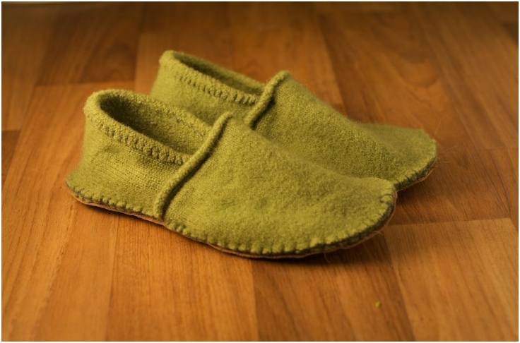 Cosy-slippers-from-your-old-woolly-jumper