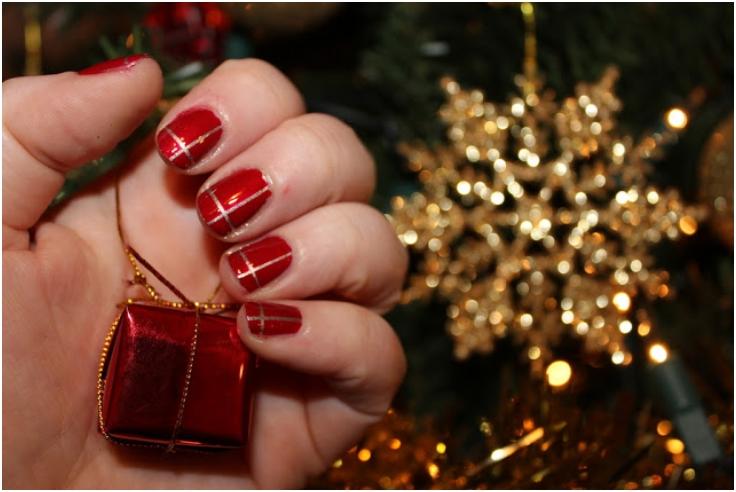 Easy-Christmas-Nail-Art-Christmas-presents