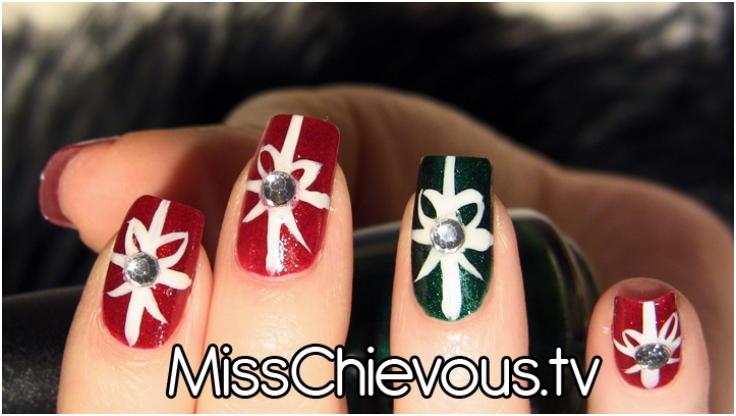 Holiday-Giftwrap-Nail-art-tutorial