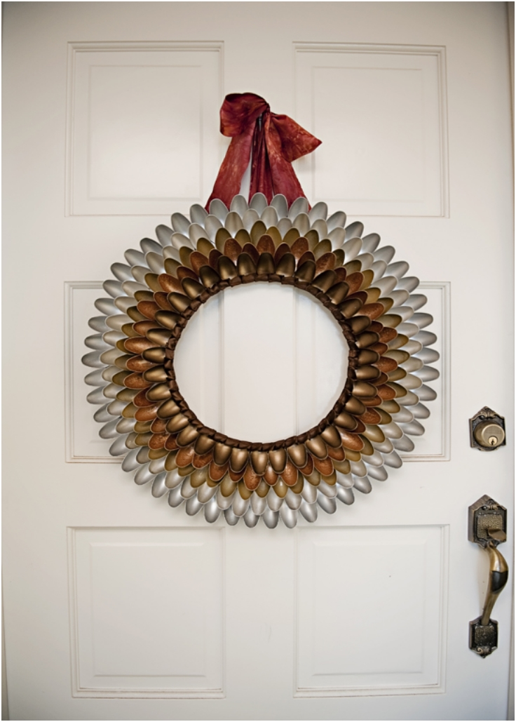 How-To-Make-A-Unique-Festive-Autumn-Wreath-Out-Of-Plastic-Spoons