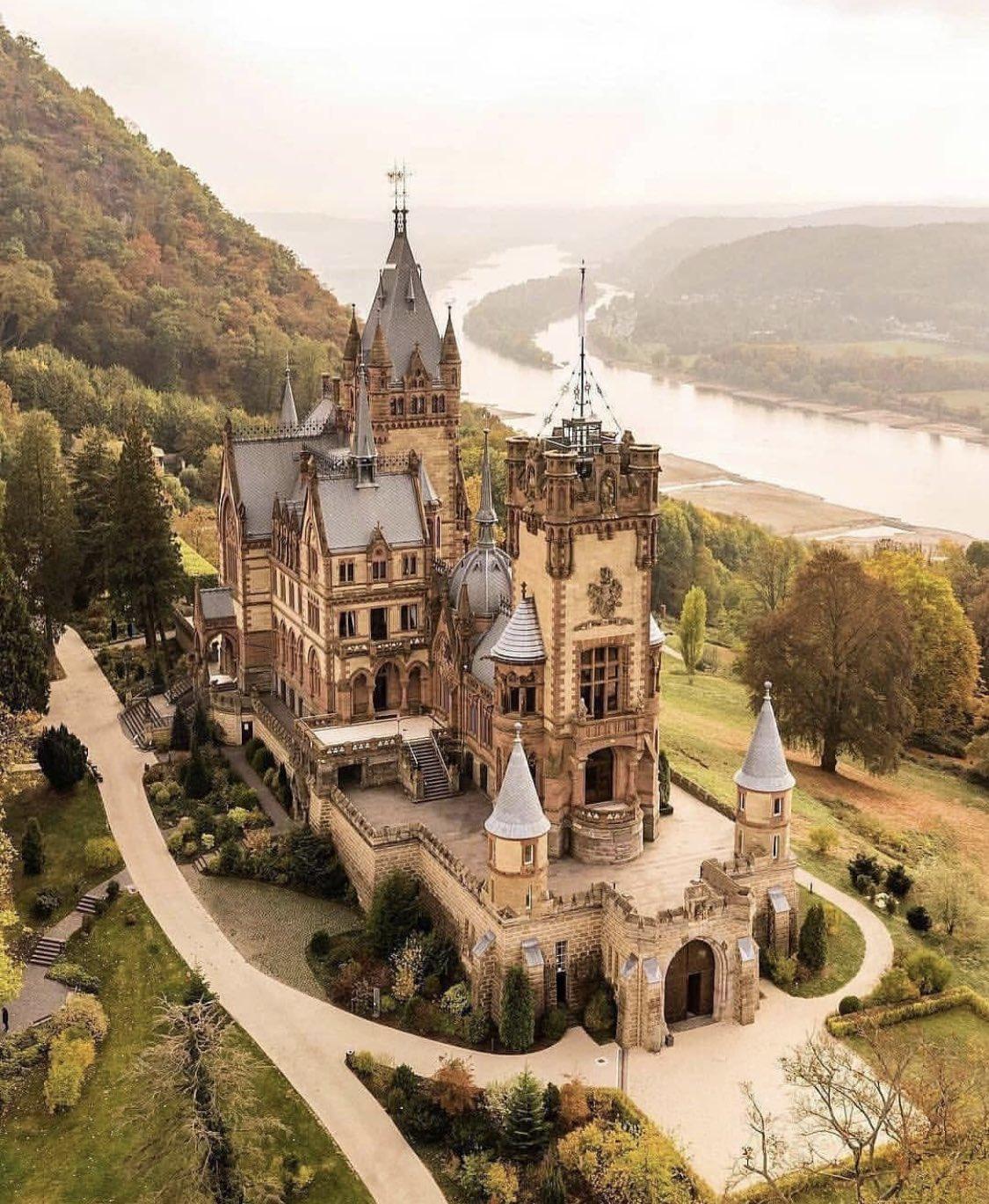 SCHLOSS-DRACHENBURG-GERMANY-