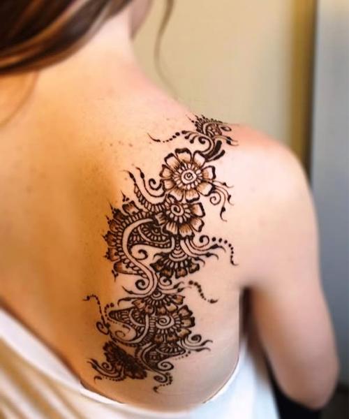 Sweet-Henna-Flower-Tattoos-on-Back-Shoulder-for-Women