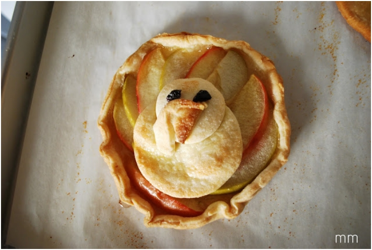 Turkey-Shaped-Apple-Tarts