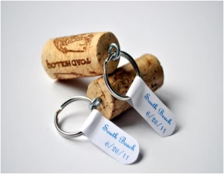 WINE-CORK-KEYCHAINS