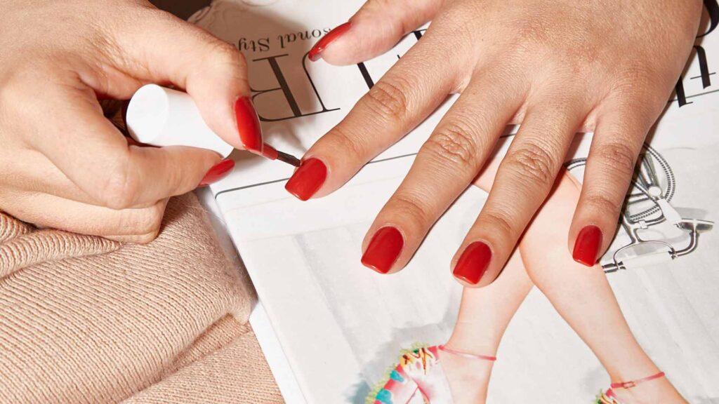 apply-thin-coat-of-nail-polish--1024x576