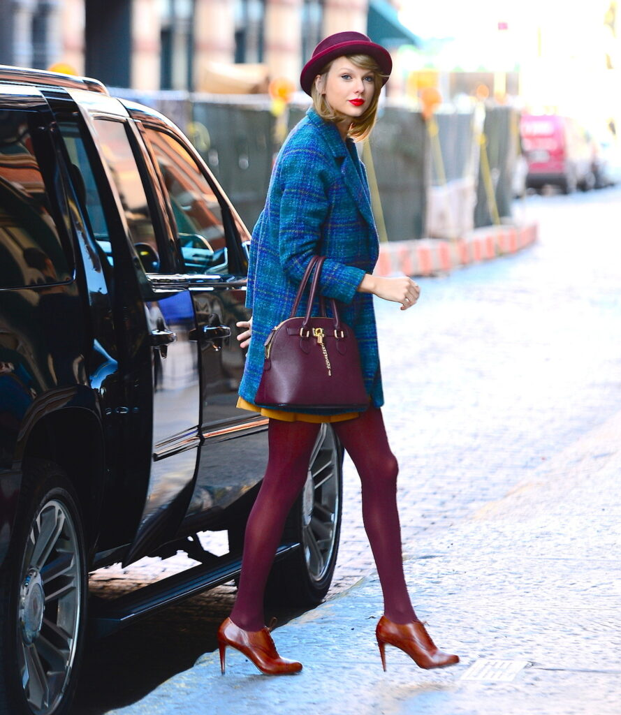 burgundy-tights-889x1024