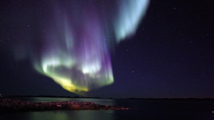 east_greenland_aurora_borealis_lead_crp