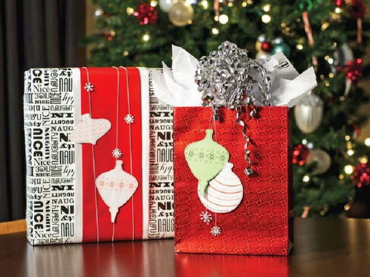 original_Sam-Henderson-Christmas-mod-gift-wrap-red-bag-and-text-box_4x3_lg