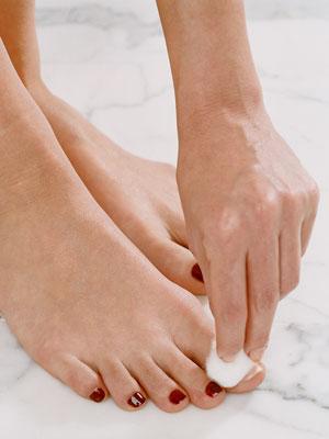 remove-nail-polish-