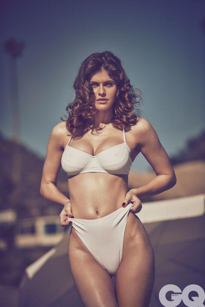 Alexandra-Daddario-in-bikini--683x1024