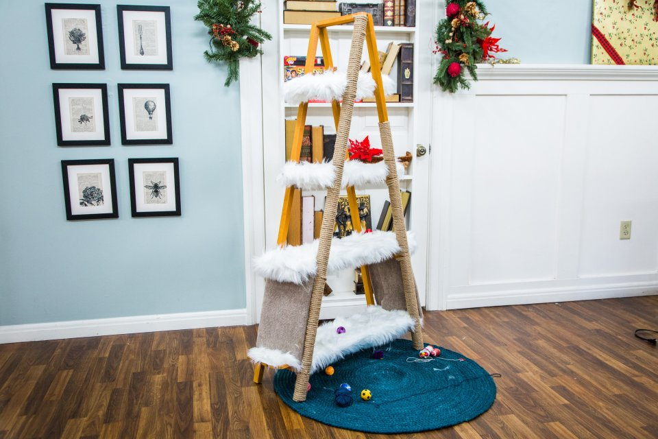 DIY-Cat-tree-house-ladder