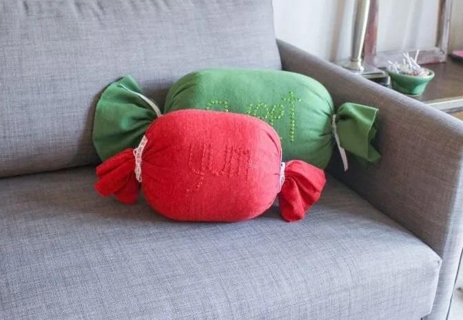 DIY-Christmas-Pillows8
