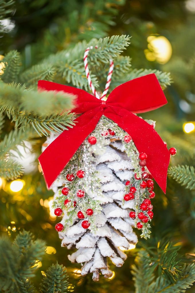 DIY-Pine-Cone-Christmas-Ornament