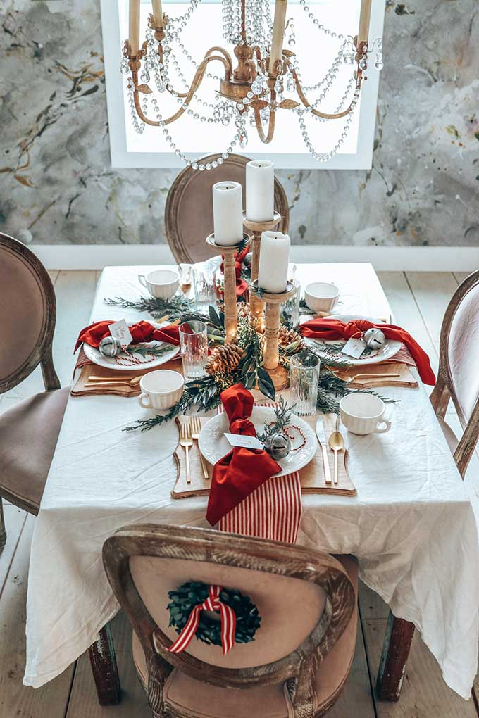 Easy-Christmas-Table-Setting-with-Red