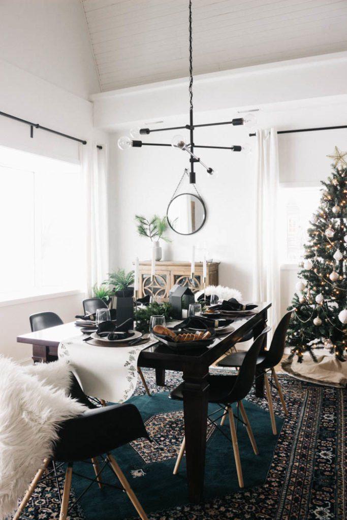 Modern-Christmas-Tablescape