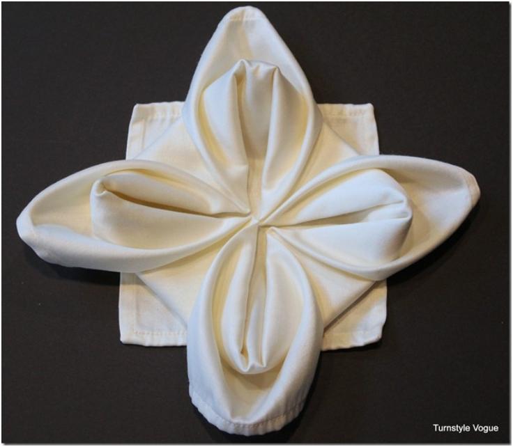Snowflake-Napkin-Fold