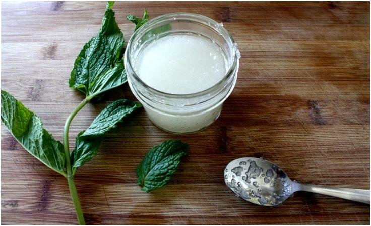 Tea-Tree-and-Mint-Homemade-Foot-Scrub
