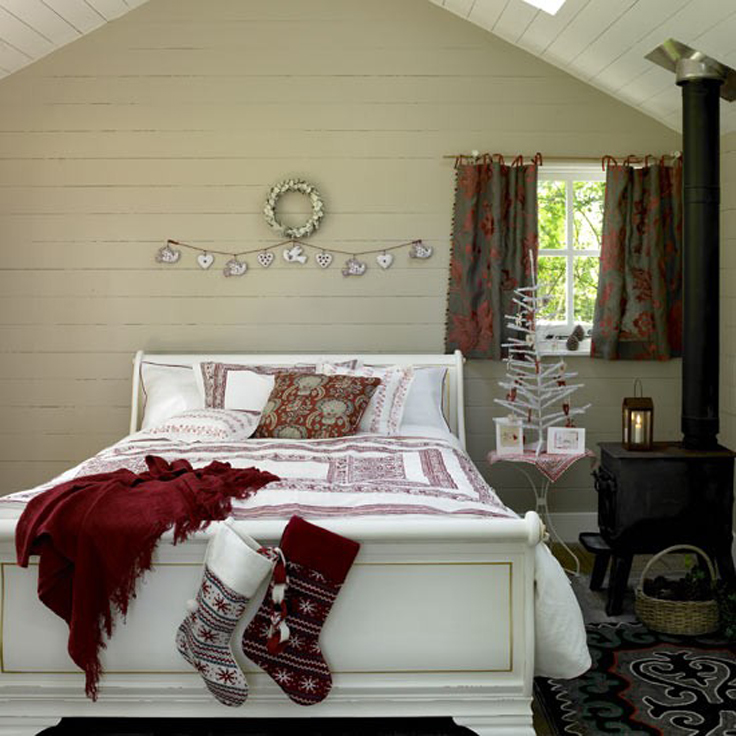 Touches-Christmas-Bedroom_06