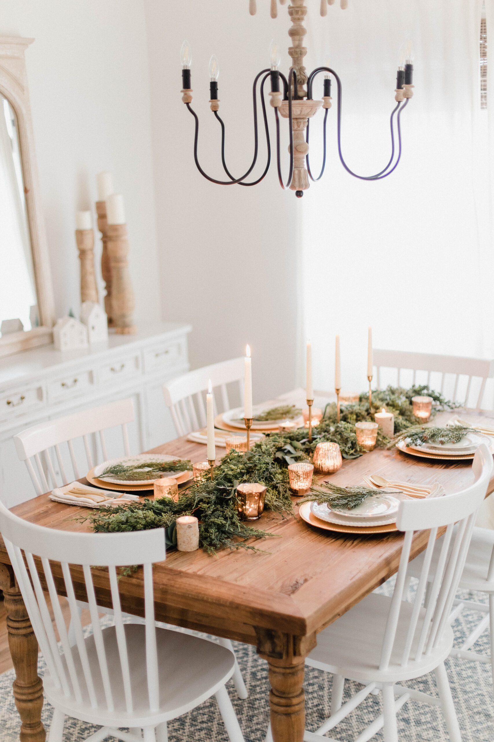 White-and-Gold-Christmas-Tablescape-scaled