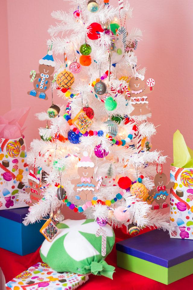 candy-themed-kids-christmas-tree-ideas-6-1-1