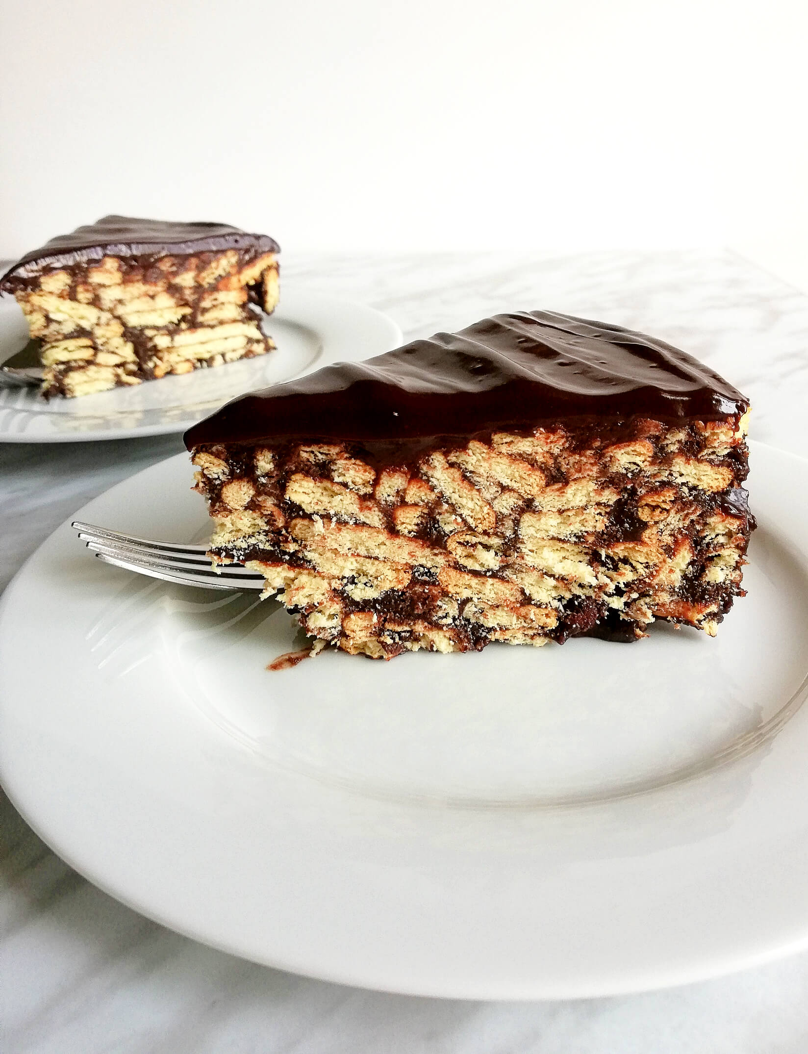 chocolate-lazy-cake-slices-side-view