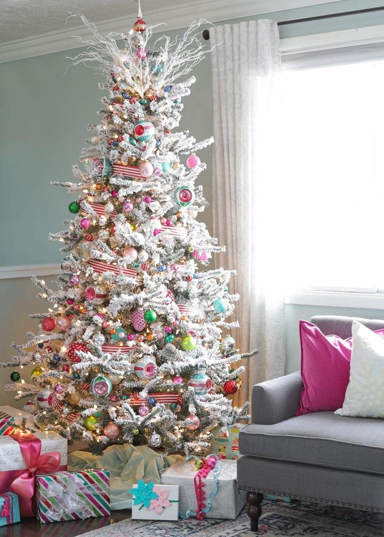 colorful-retro-christmas-tree-hero-2