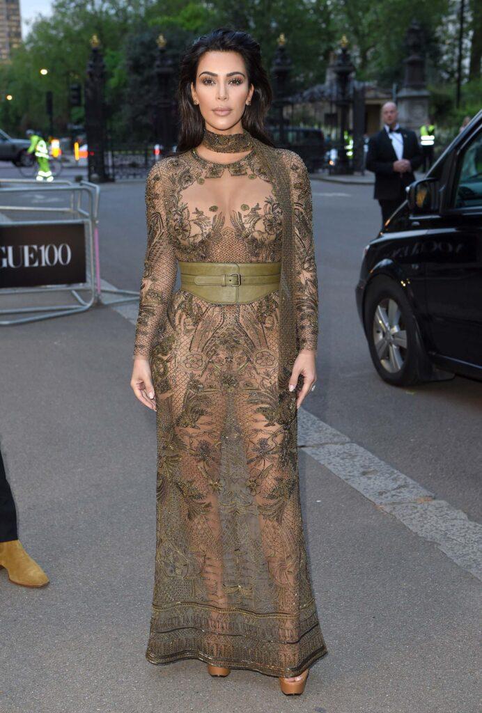 kim-kardashian-dress--692x1024