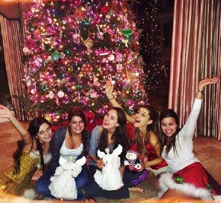 most-adorable-celebrity-christmas-trees_08
