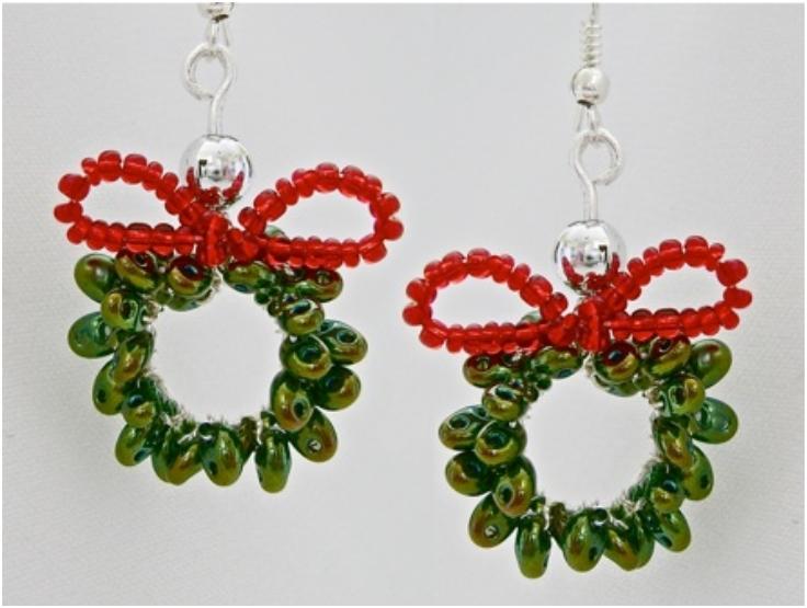 twin-bead-christmas-wreath-earring