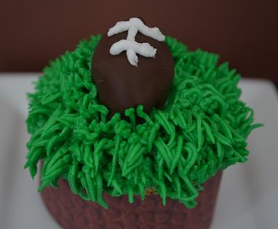 1-football-cupcake-3