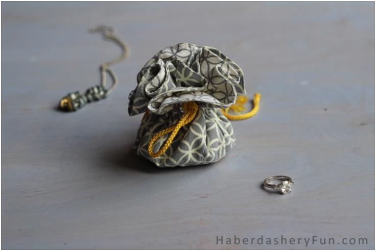 Drawstring-Jewelry-Pouch