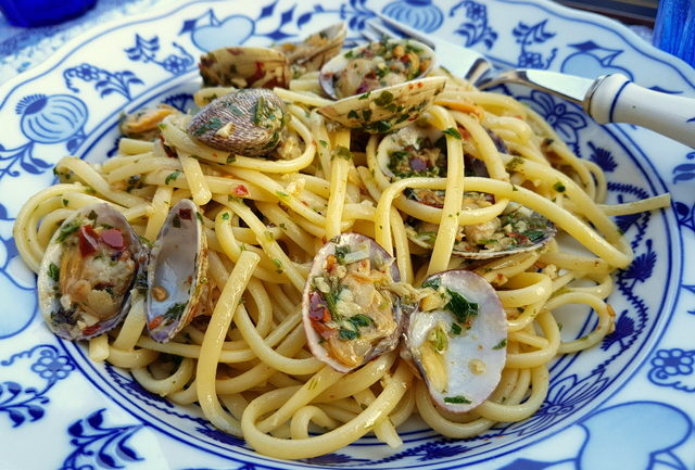 Linguine-with-Sauteed-Clams-