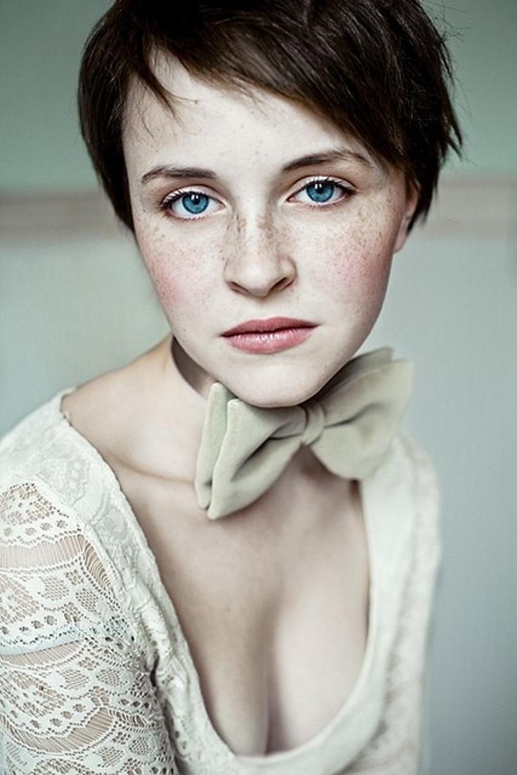 most eyed portraits andrea eyes schleife die lace hubner pretty deviantart person beauty sommersprossen eye huebner freckles