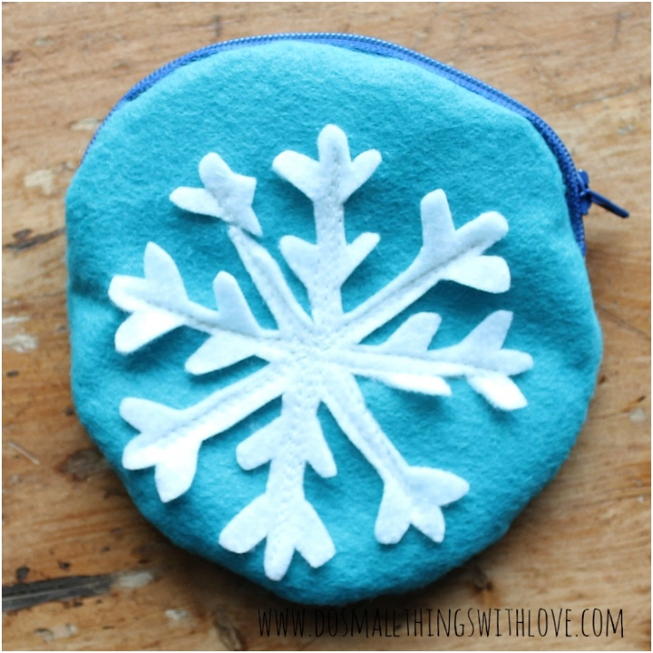 Zippered-Snowflake-Pouch