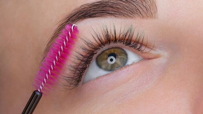 brush-the-lashes-before-mascara