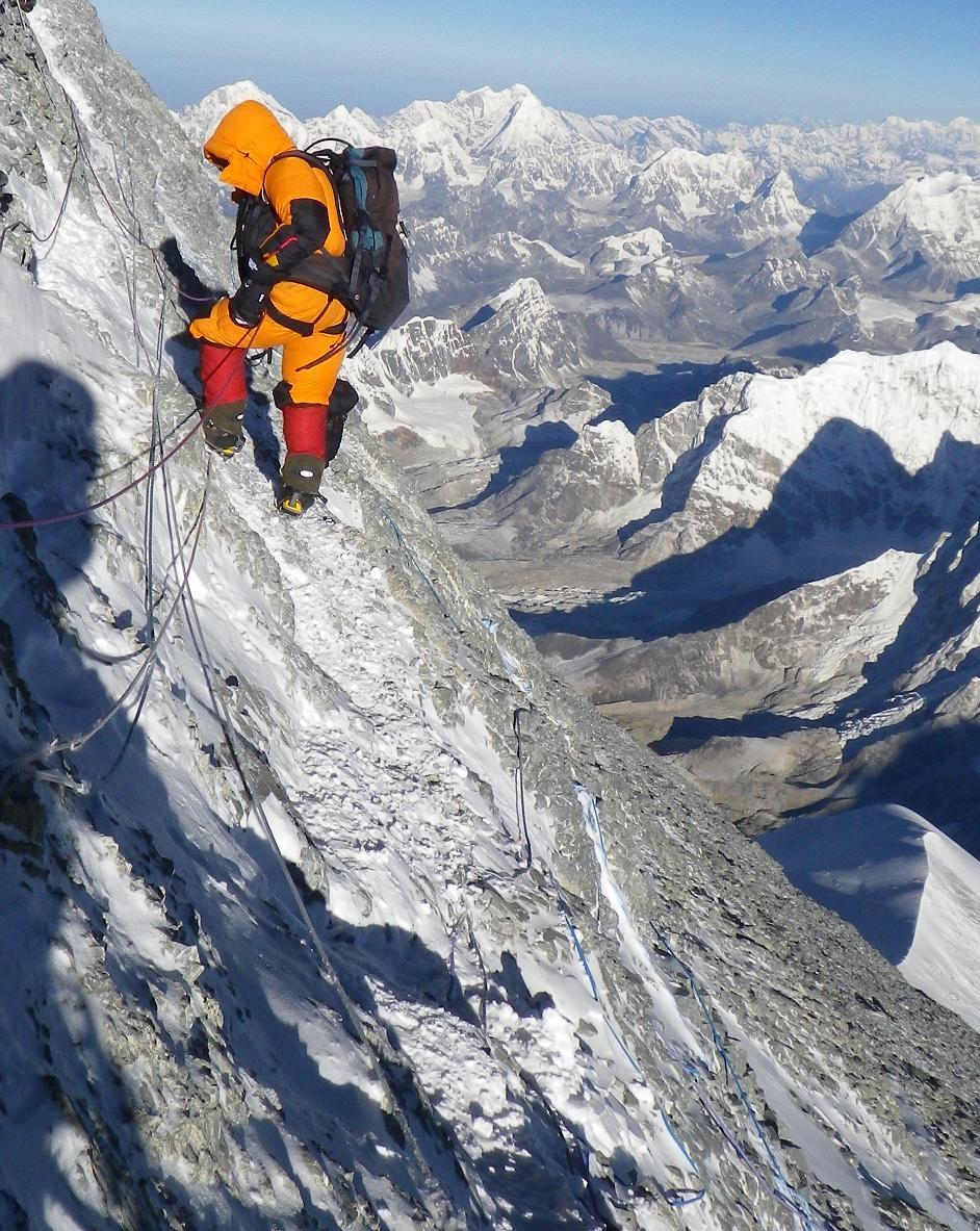 climbing-everest-