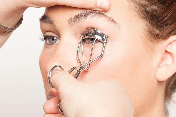 curl-the-eyelashes-