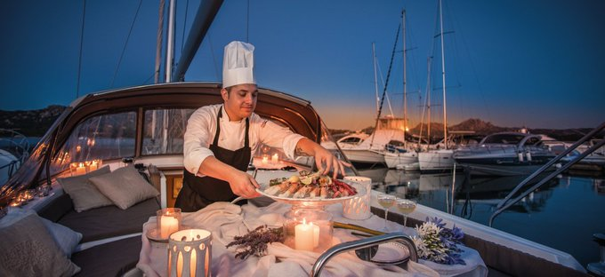 dinner-table-on-a-boat-