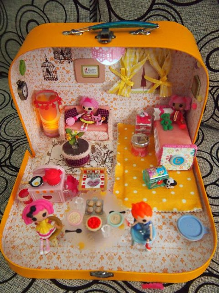 dollhouse-in-a-suitcase