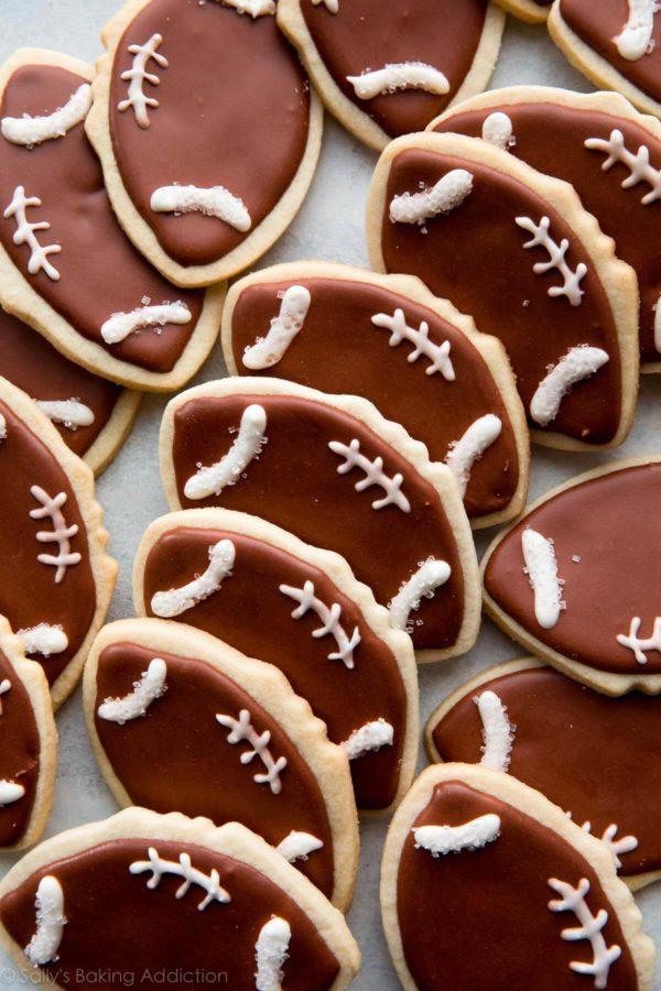 football-cookies-600x900-1
