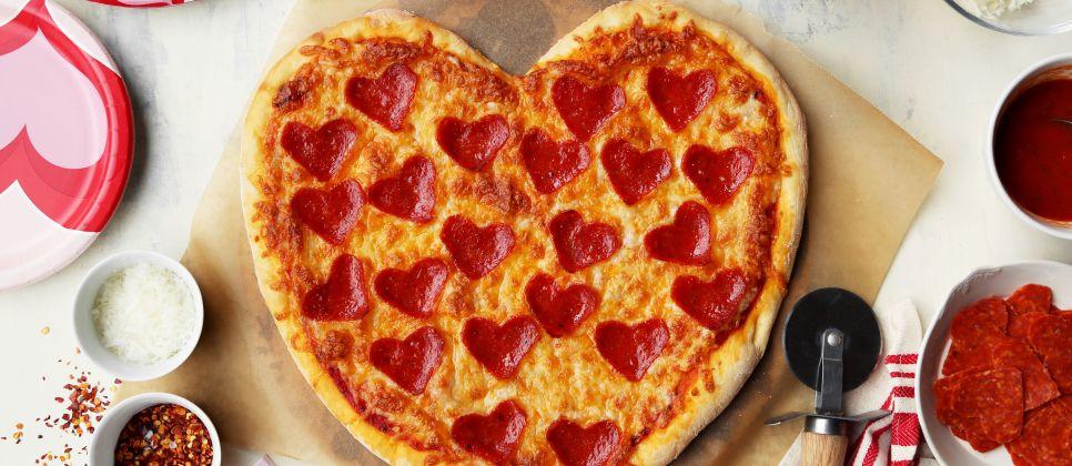 heart-shaped-pizza-