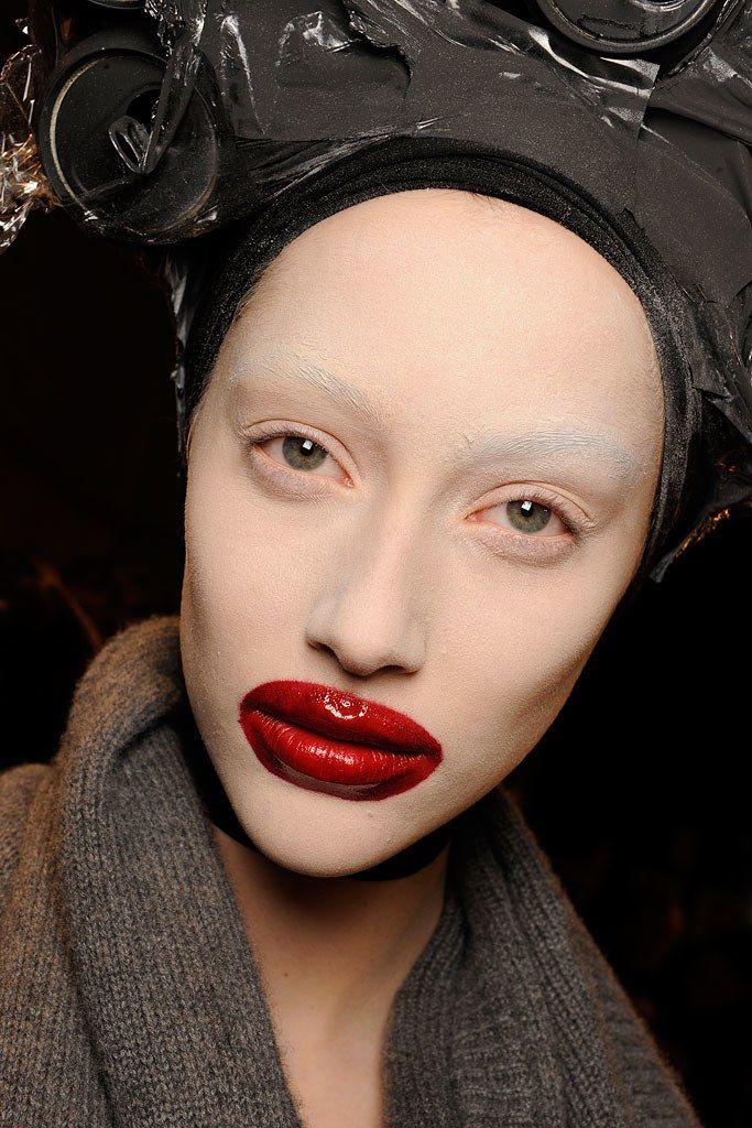 lipstick-outside-the-lips-