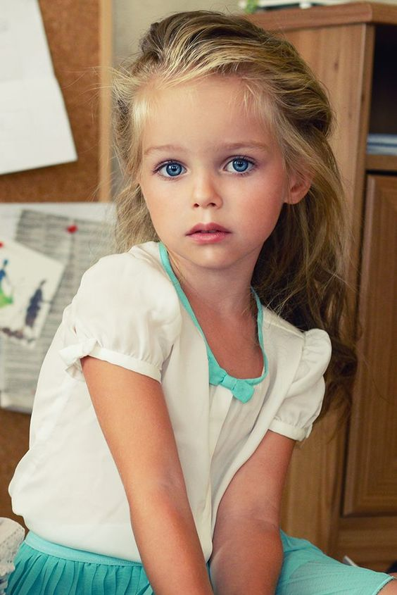little-girl-with-blue-eyes-