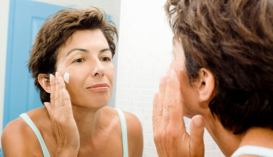 moisturize-face-