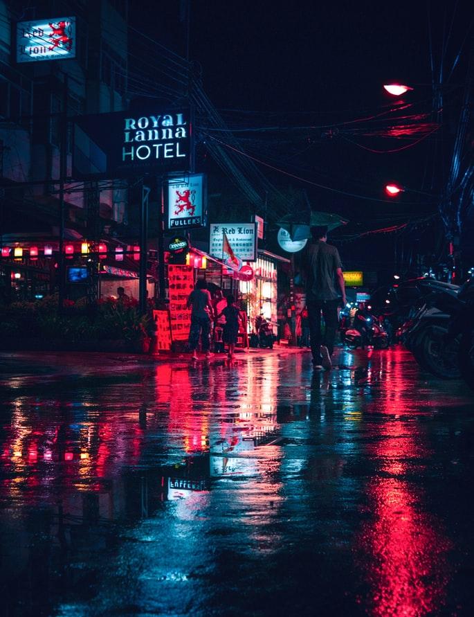 ppl-walking-in-empty-street-