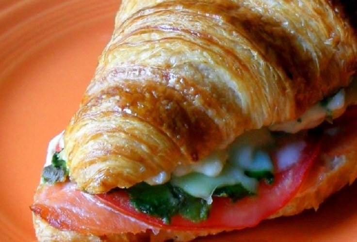 smoked-salmon-avocado-cheesy-croissanwich