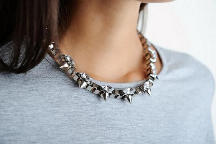 studded box chain necklace
