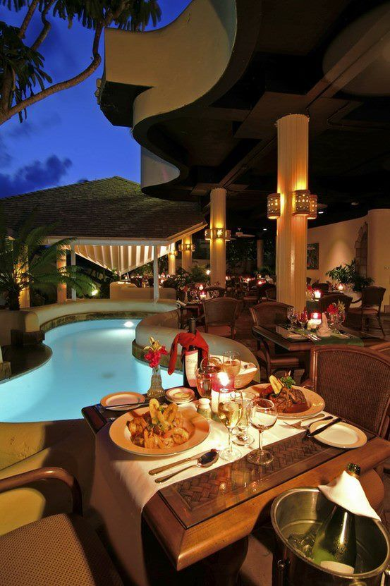 table-by-the-pool-set-up-